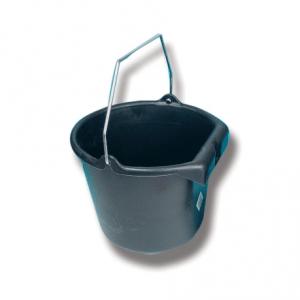 bøtte-til-hestefôr-og-vann